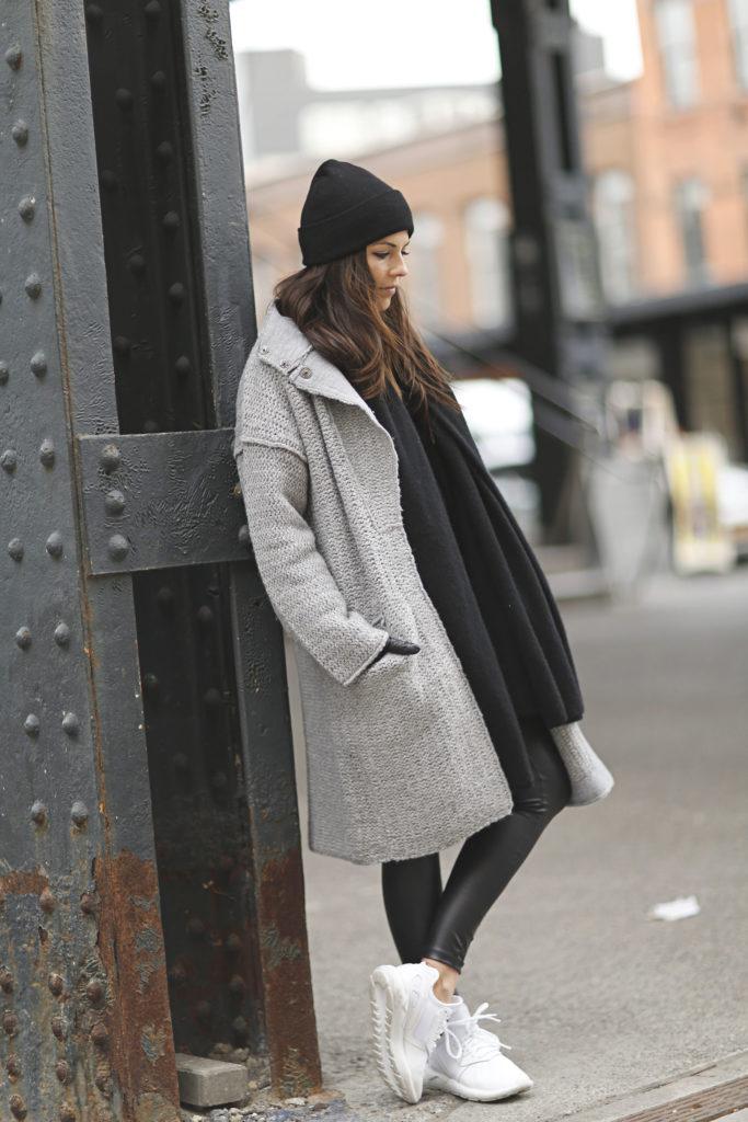 """кроссовки с пальто силуэта """"П"""" зимой"""