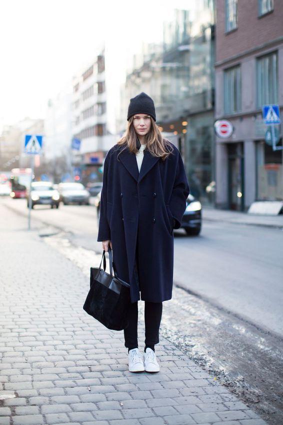 кроссовки с пальто-oversize зимой