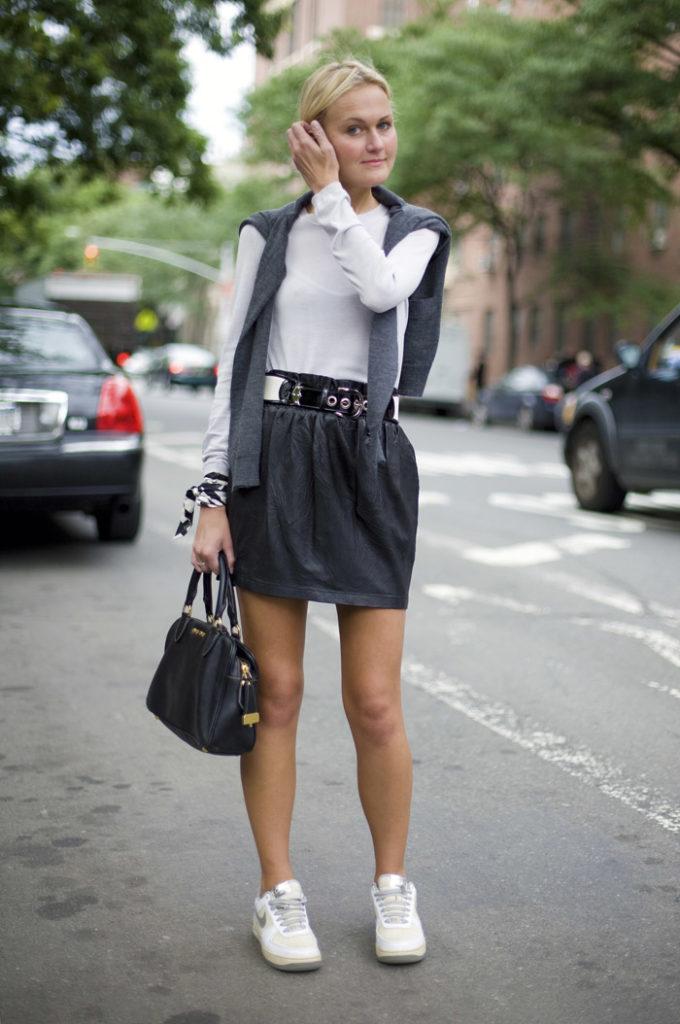 белые женские кроссовки с юбкой