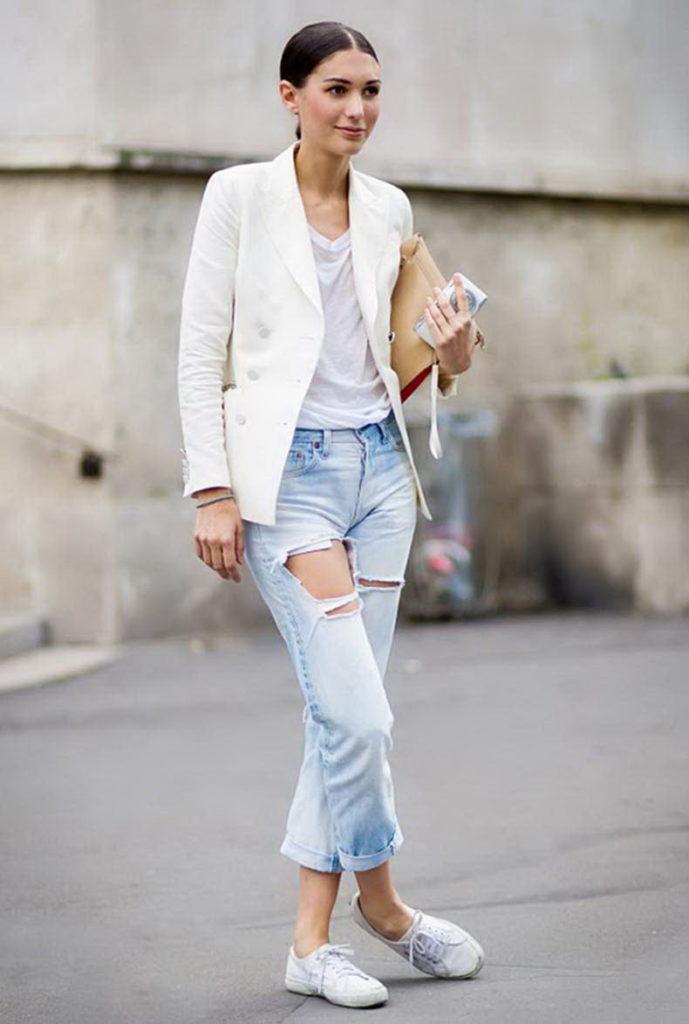 белые женские кроссовки с пиджаком