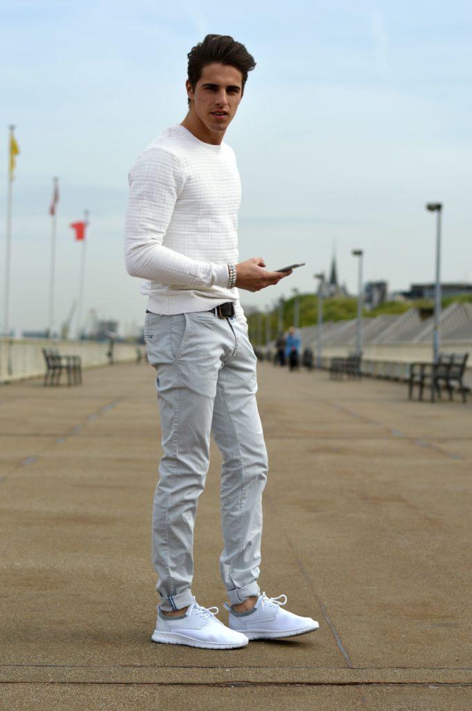 С чем носить белые мужские кроссовки