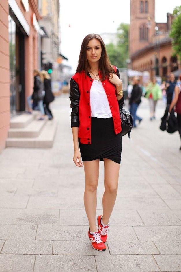 С чем носить красные женские кроссовки