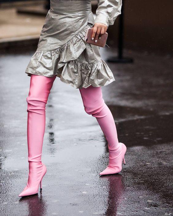 С чем носить розовые сапоги