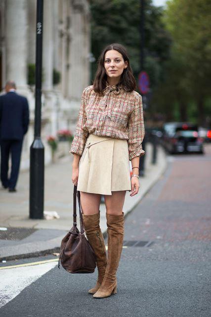 С чем носить замшевые коричневые сапоги