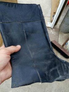 Сумка из старых кожаных сапог