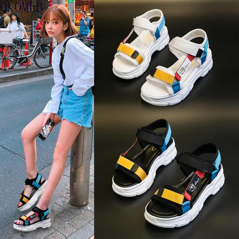 С чем носить спортивные женские сандалии