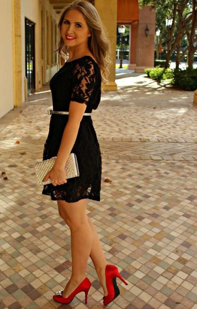 Чёрное платье с красными туфлями