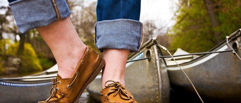 Как носить туфли на босу ногу