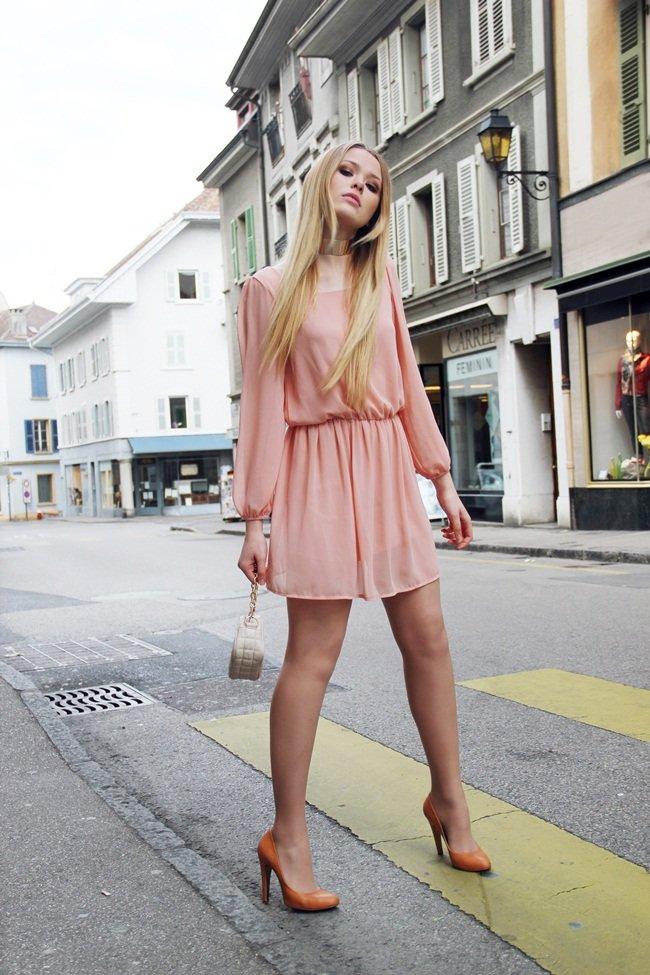 С какими туфлями надеть пудровое платье
