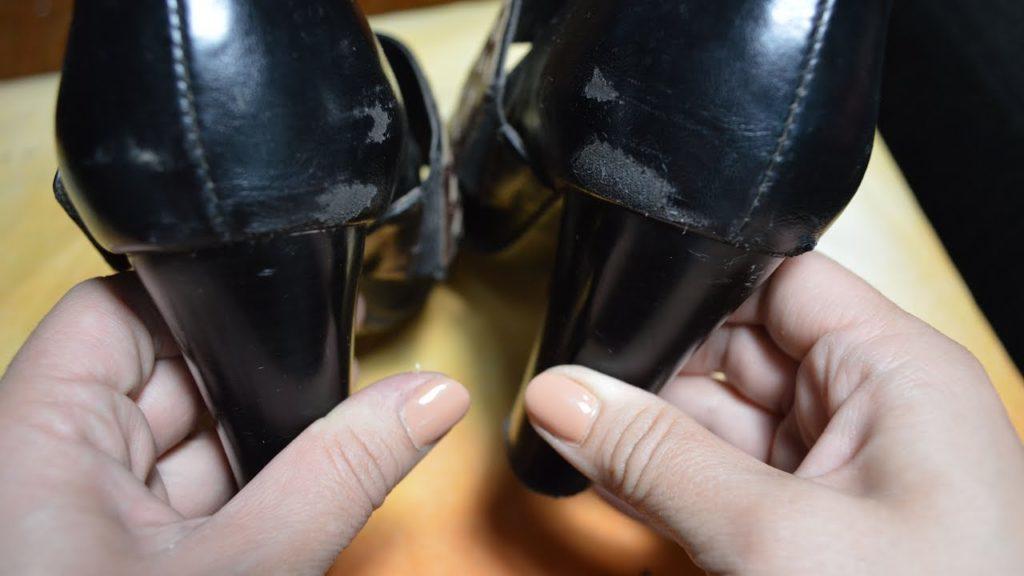 Как убрать царапины на лакированных туфлях