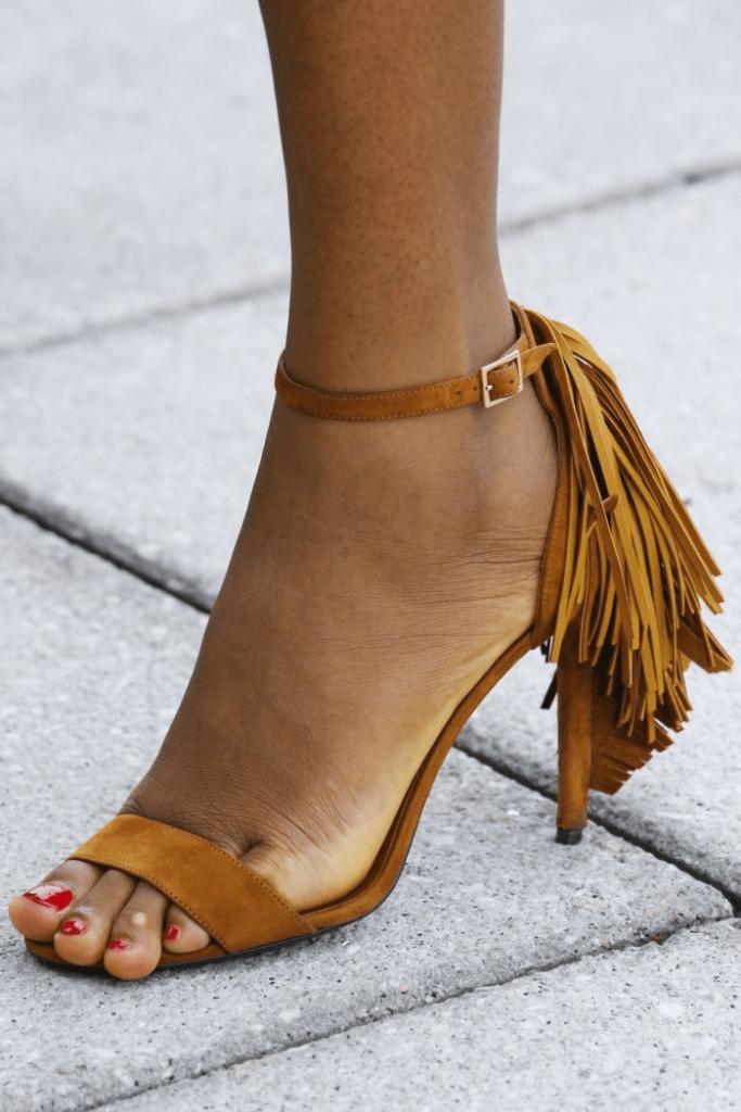 Чем отличаются сандалии от босоножек