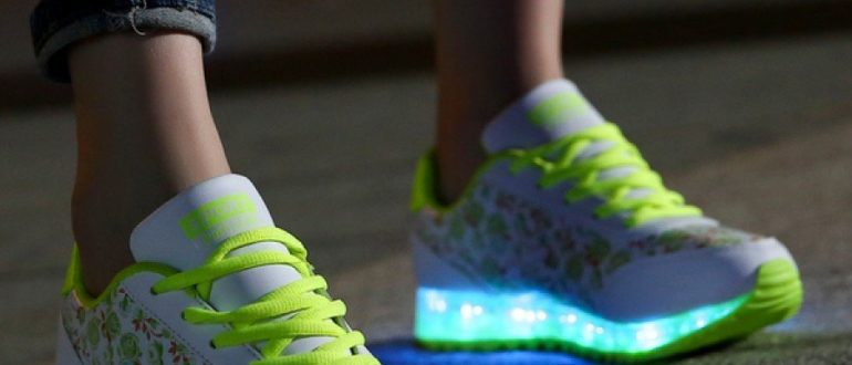 Светящиеся кроссовки: фото
